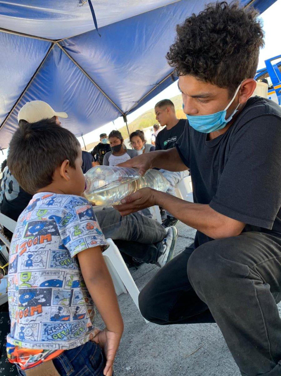 Los niños-as y familias migrantes tienen necesidades y derechos específicos; deben recibir atención y protección en todo momento.  @ElRefugioNinez con apoyo de #UNICEF y @SwedeninGT y en coordinación con #PGN, #SVET y #SBS brinda acompañamiento a #caravana2021  #AnteTodoSonNiños
