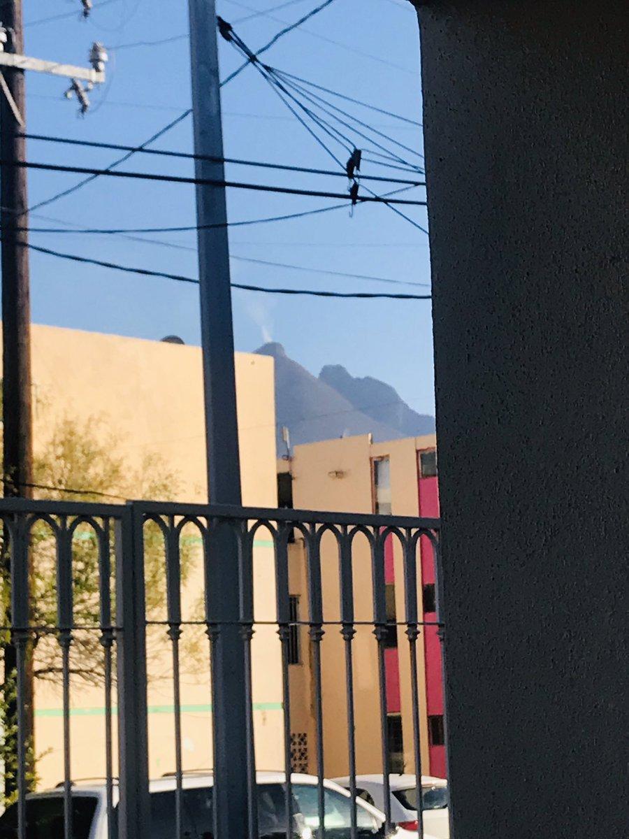#CerroDeLaSilla #Humo #Monterrey Que se quema? 🔥 https://t.co/tCW7XBXy8a