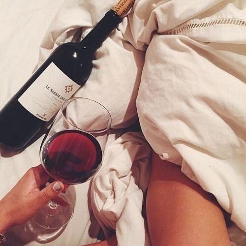 Sundays in 👄🍷 #alwaysohlala #ohlalainspo  #weekend #wine #metime #allaboutme #inbed #sleepingin #redwine #sunday https://t.co/66Dctx40xn