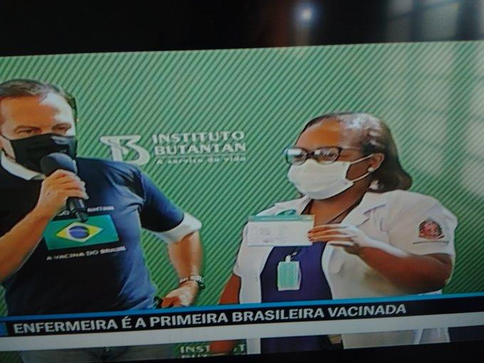 A primeira brasileira vacinada no Brasil