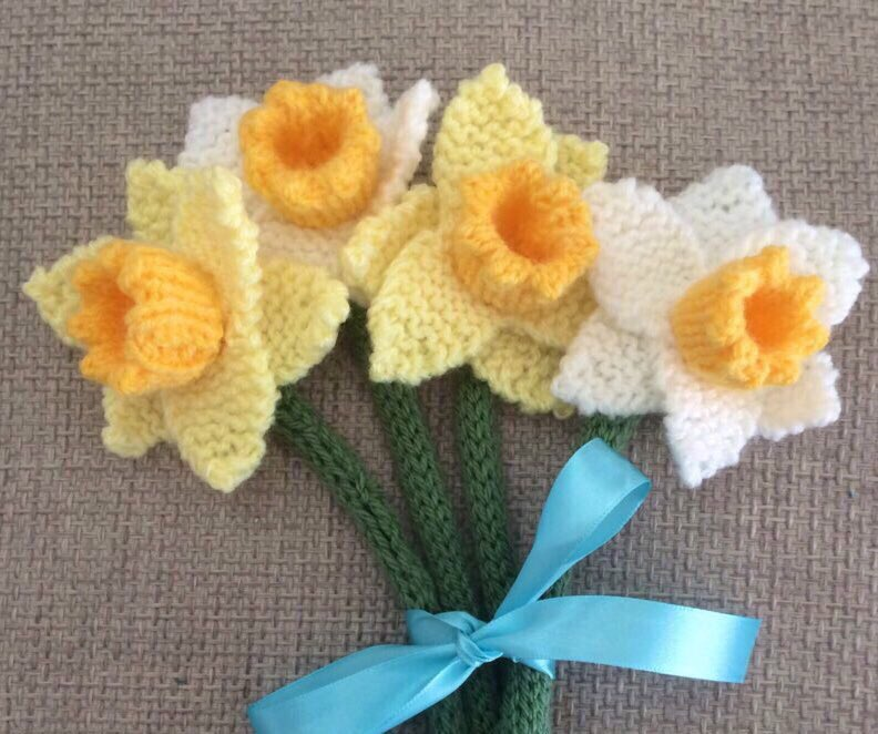 Brighten someone's day with a beautiful handmade bunch of knitted daffodils 🌼🌼 Gift wrapped with your message 💝  #HandmadeHour #CraftHour #UKCraftersHour #UKCraftHour #CraftBizParty #giftideas #SmallBiz #sundayvibes