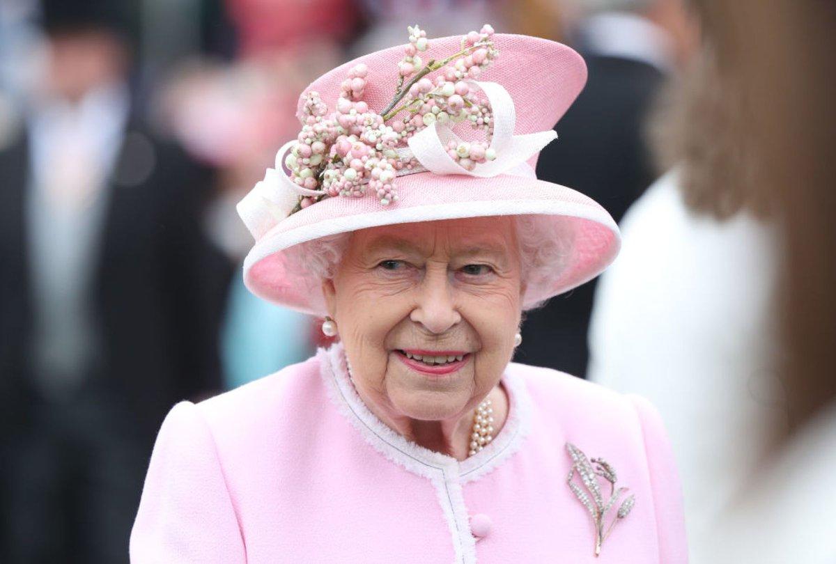 Sin más remedio, la reina Isabel II cancela todas las fiestas de 2021.