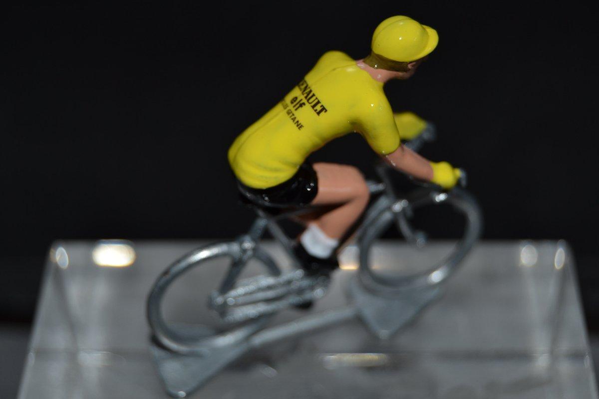 Bernard Hinault, mailot jaune du #TDF avec Renault-Elf-Gitane... By petit-cycliste : https://t.co/ipHoqABv9N  #TDF2021 #giro2020 #giro #voltaaportugal #voltaportugal2020 #lavuelta20 https://t.co/lrrF1ARHUU