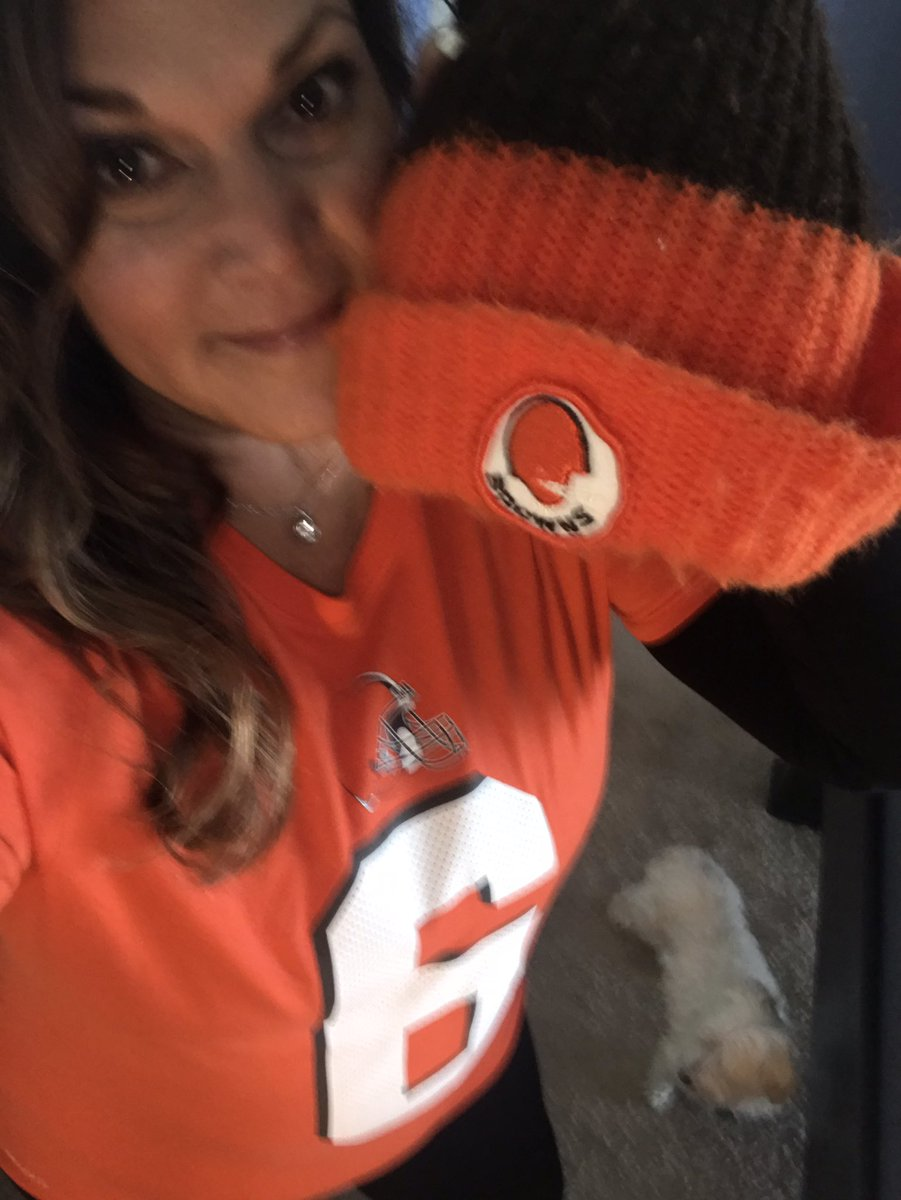 I AM READY! Headed to my seat for the game and bringing my dads hat circa Kardiac Kids era so he can watch the game too. 🧡🏈🤎 Lets go! #Browns #WeWantMore