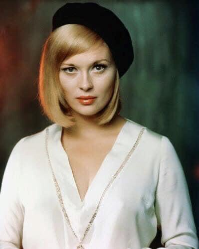 Happy 80th birthday Faye Dunaway! The American icon and legend.
