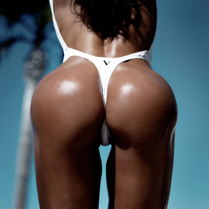 2 pic. This Vixen One Pice is flawless from the front 2 the back. Which pic is your fav? 1, 2 or 3?!