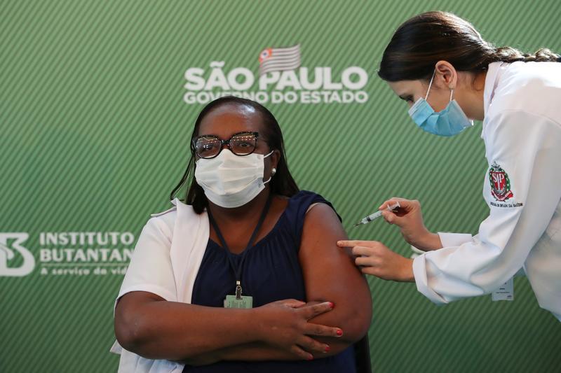 RT @Reuters: Brazil clears emergency use of Sinovac, AstraZeneca vaccines, shots begin https://t.co/sZ3zaAZKH8 https://t.co/7p3I0swdiS
