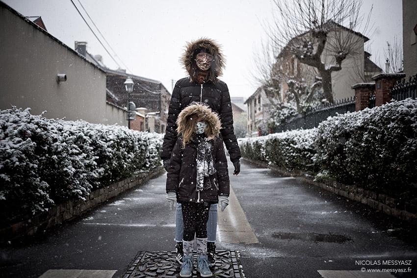 «Les soeurs Ewoks n'ont pas école» La PHOTO du Jour du 16 janvier 2021 #LaPhotoDuJour #JournalPhoto  #snow #asnieressurseine #asnieres #portrait #neige #WinterIsHere #streetphotography #winteriscoming  #lespoulettes