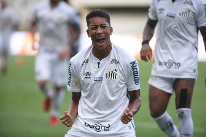 🖤🤍 A win for @SantosFC!  🇧🇷 They defeated @Botafogo 2⃣-1⃣ in the @BrasileiraoP_EN, with goals from Yeferson Soteldo and Bruno Marques.  📆 On January 30th, they face @Palmeiras in the #Libertadores Final!  📸 #Santos.