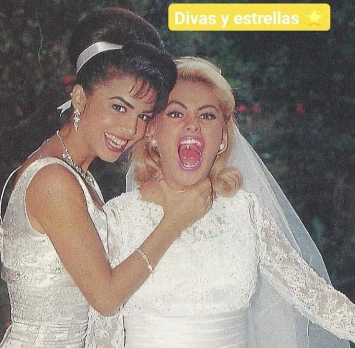 Que belleza! La #ReinaDelPopLatino @PaulinaRubio y @BibyGaytan en las grabaciones de la telenovela musical #BailaConmigo #90sLove
