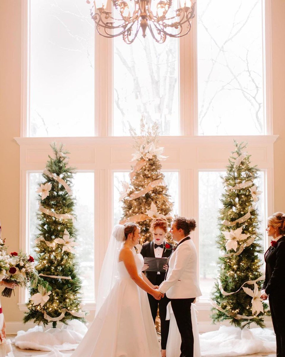 """Third time's a charm! ❤️  🏠 """"The couple readjusted again and got married in one of the bride's parents' living rooms with their closest friends and family surrounding them."""" - Tessa Tillett Robbins Photography ❄️✨ https://t.co/XlCaUmGIdO"""