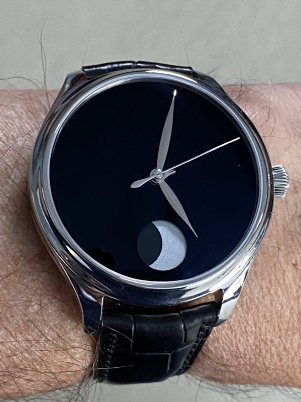Replying to @PuristSPro: Vantablack H. #Moser  #Independents