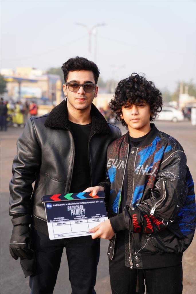 'BACHCHAN PANDEY'... Subhan and Sufyan - #SajidNadiadwala's sons - give clap for first shot of #BachchanPandey... Shoot starts in #Jaisalmer... Stars #AkshayKumar, #ArshadWarsi, #JacquelineFernandez, #KritiSanon, #PrateikBabbar and #PankajTripathi... Directed by #FarhadSamji.