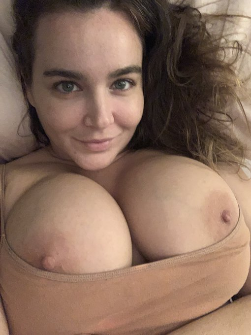 1 pic. Goodnight lovers! 🪐 #boobs  https://t.co/arM5DTrQHH https://t.co/NXxefN4kBW