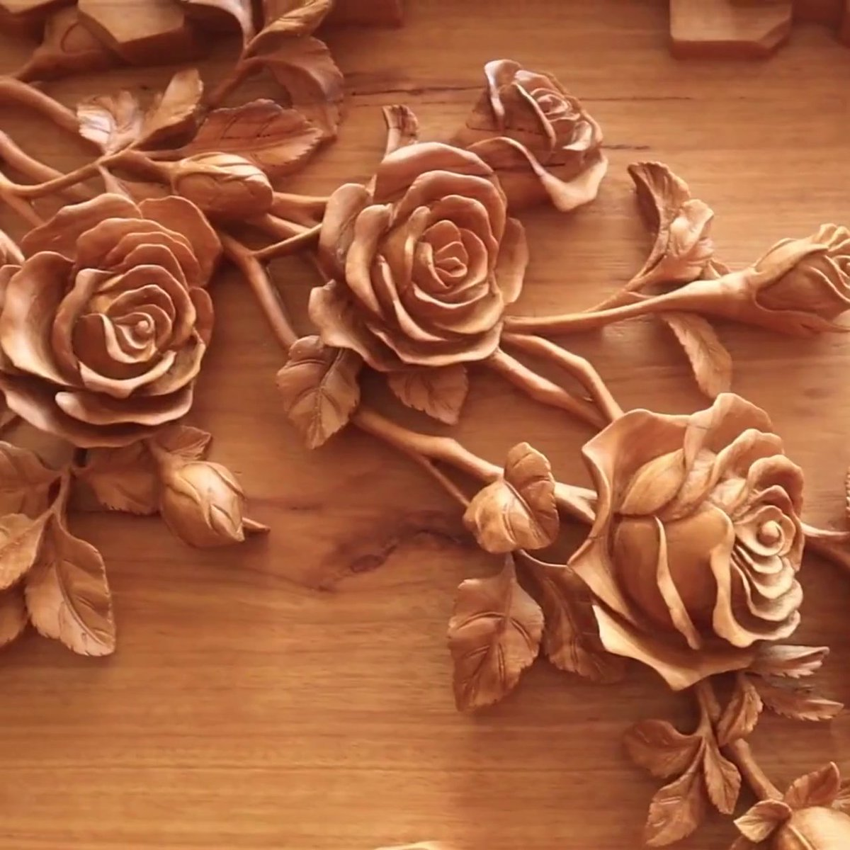 Ok, but how beautiful are these roses carved out of wood? 😍 → https://t.co/2Sbyitak2z https://t.co/rhsB2wCd0d