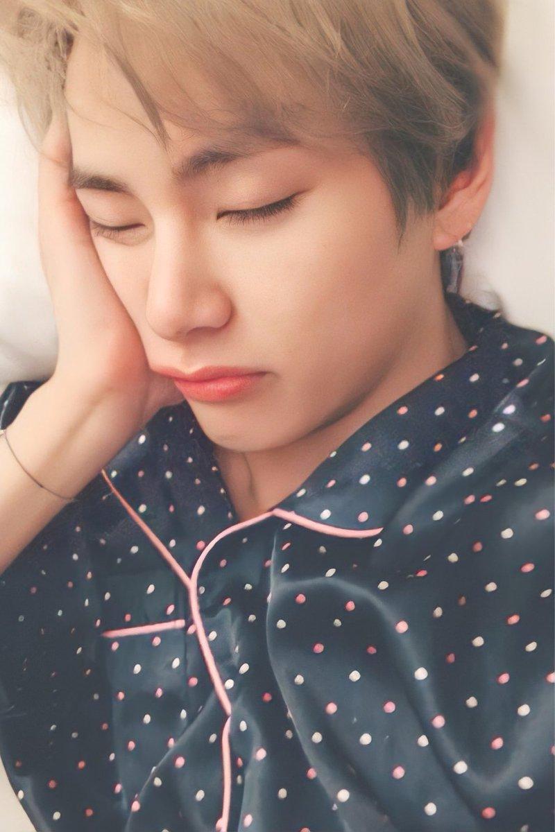 You have NO idea how fast my heart beats when I see you.♡♡♡ Cutie V 😘 . . . . . . . #KimTaehyung #TAEHYUNG #kimtaehyungbestboy #BTSV  #김태형 #뷔생일ᄎᄏ #뷔 #방탄소년단뷔 #방탄소년단정국 @BTS_twt