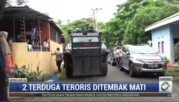 #MetroHariIni 2 terduga teroris di kota Makassar, Sulawesi Selatan ditembak mati oleh tim Densus 88. Jenazah keduanya dibawa ke rumah sakit Bhayangkara untuk disemayamkan. streaming: