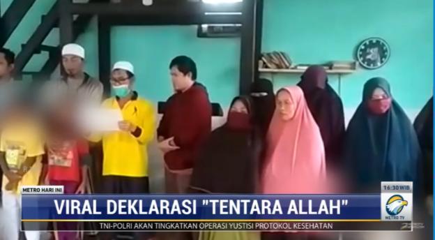 #MetroHariIni pasca viralnya video jemaah mendeklarasikan diri sebagai Tentara Allah di Bandung Barat warga kampung setempat kemudian membatalkan deklarasi tersebut. MUI Bandung Barat mengimbau warga untuk hati-hati terhadap aajakan yang menyeleweng dari akidah dan NKRI.