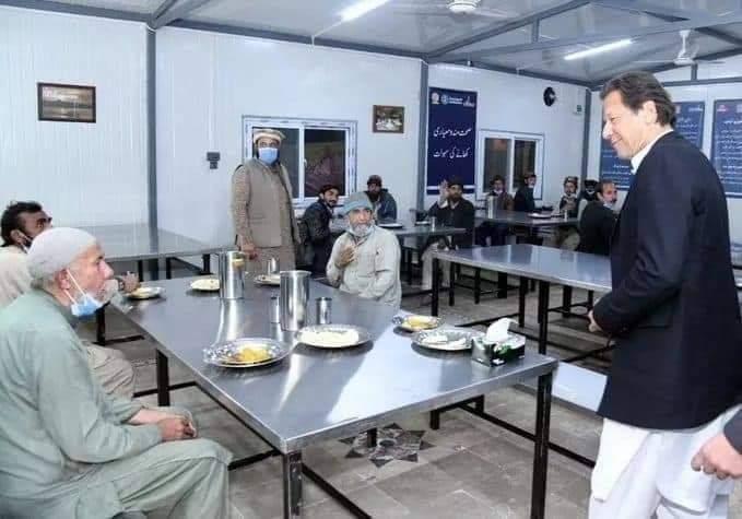@ImranKhanPTI نئے سال کی پہلی شام وزیراعظم  نے ترنول پناہ گاہ اسلام آباد میں مزدور و دیہاڑی دار افراد کے ساتھ گزاری۔