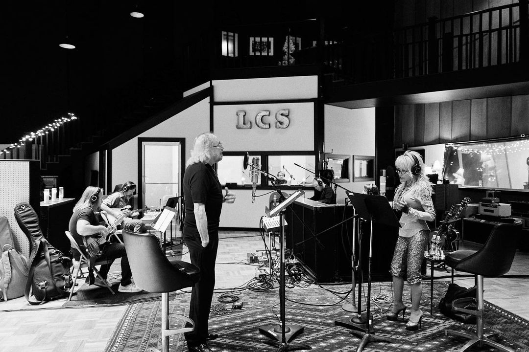 2 more days until @GibbBarry's new album #Greenfields is available everywhere! Which collaboration are you most looking forward to? 🤔   (Photo via @DollyParton)