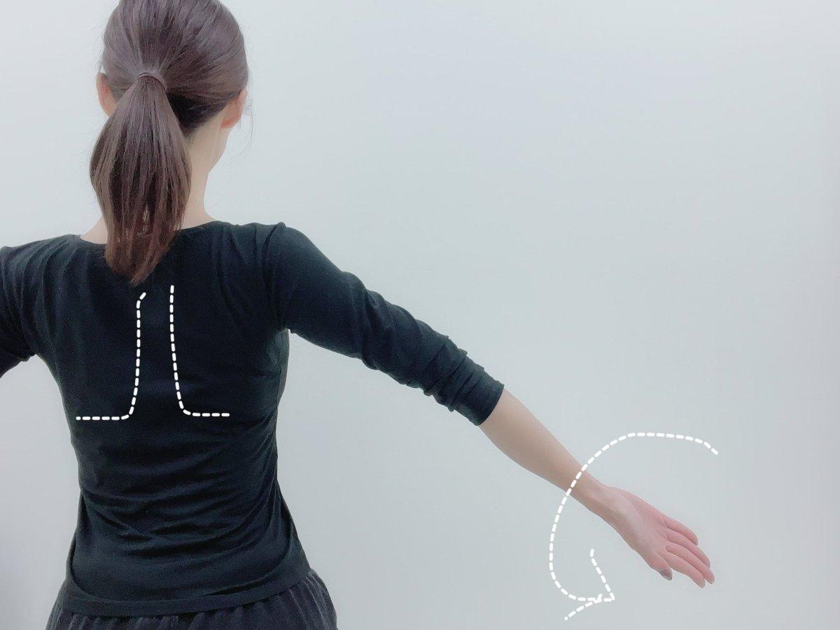巻き肩で悩んでる人向け!胴体の厚みの見栄えが変わるストレッチ方法が話題!