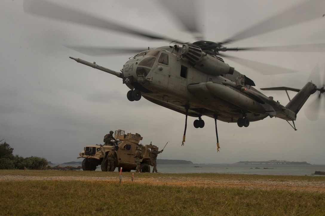 The @USMC prepares to attach a #JLTV Heavy Guns Carrier to a CH-53E Super Stallion aircraft during a helicopter support team training exercise at Kin Blue, Okinawa, Japan, Dec. 17, 2020. The training improves logistics proficiency & the ability to execute contingency missions. https://t.co/bHSuWHxp0C