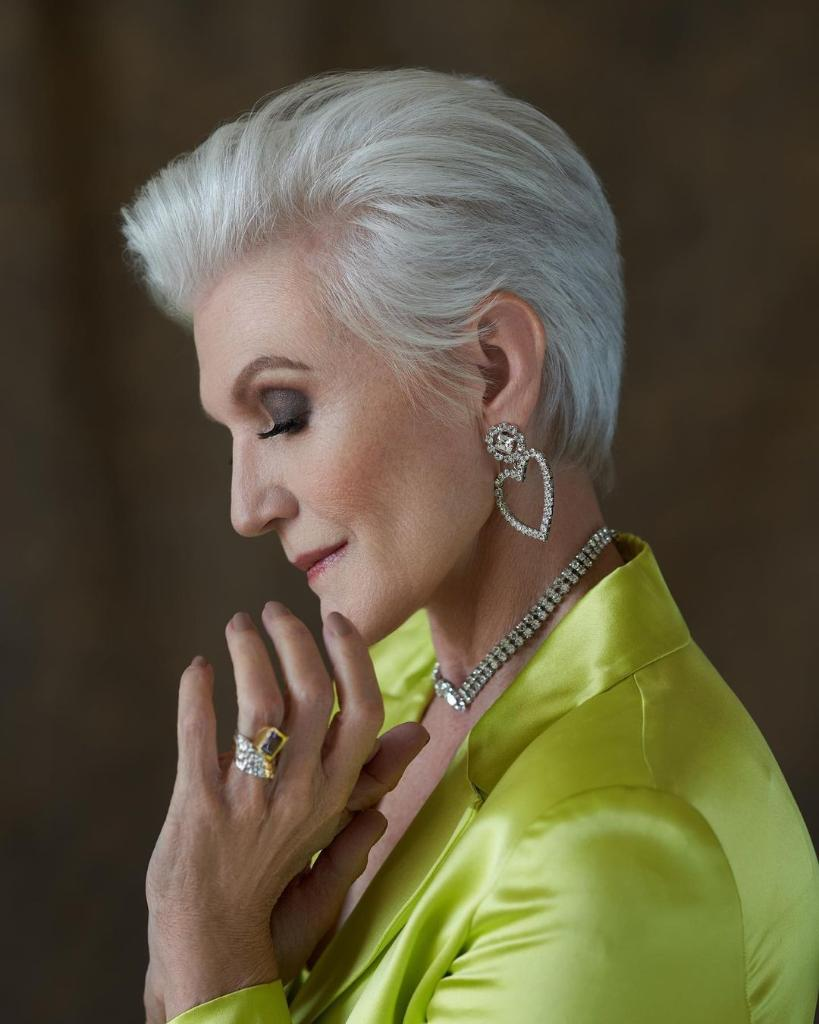 """When you are deep in thought, you might as well look pretty. Loving my COVERGlRL Lash Blast Clean Volume Mascara.""📸—@MayeMusk #EasyBreezyBeautiful #COVERGIRLMADE #COVERGIRLCrueltyFree #CrueltyFree"