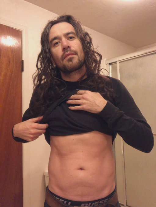 1 pic. Holiday's, winter weather and covid lockdowns are making my abs disappear.  No gym so this workout