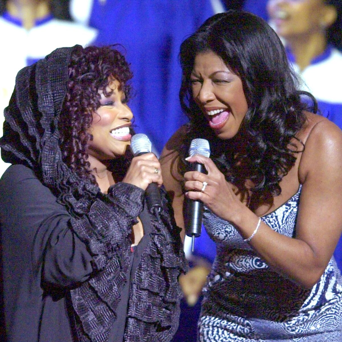 Natalie singing with her dear friend, Chaka Khan. According to @ChakaKhan, both ladies bonded over their love of jazz 🎶  • • •  #natalieandfriends #nataliecole #chakakhan