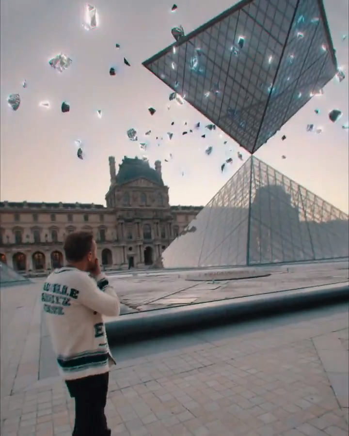 Enter the twilight zone! Playing at Musée du Louvre was such a great experience. (Re)live it here ➡️   . 📹  by @NEOLIPTUS