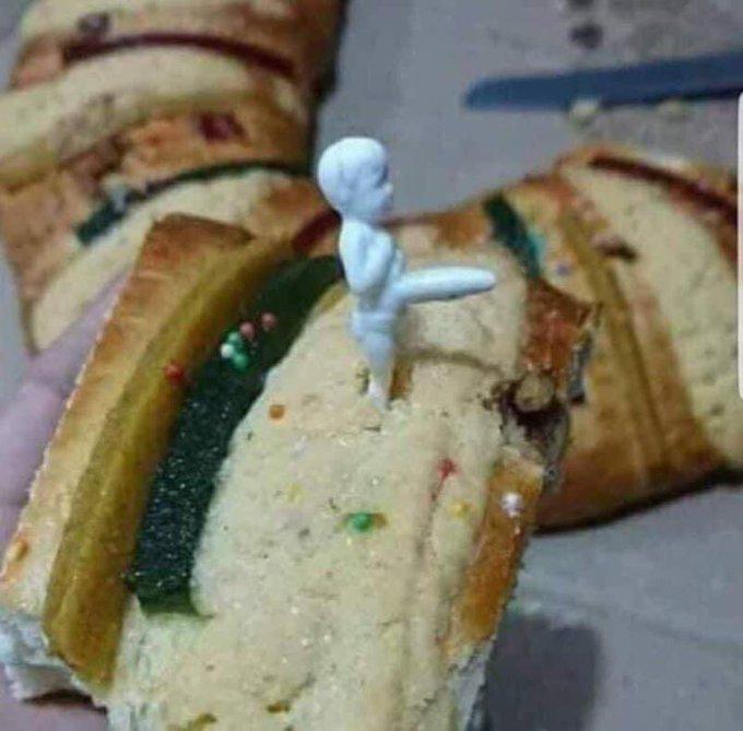 Oigan estoy que no puedo parar de reír. Amo el ingenio que tenemos... #rosca #RoscasDeReyes #GabrielSoto