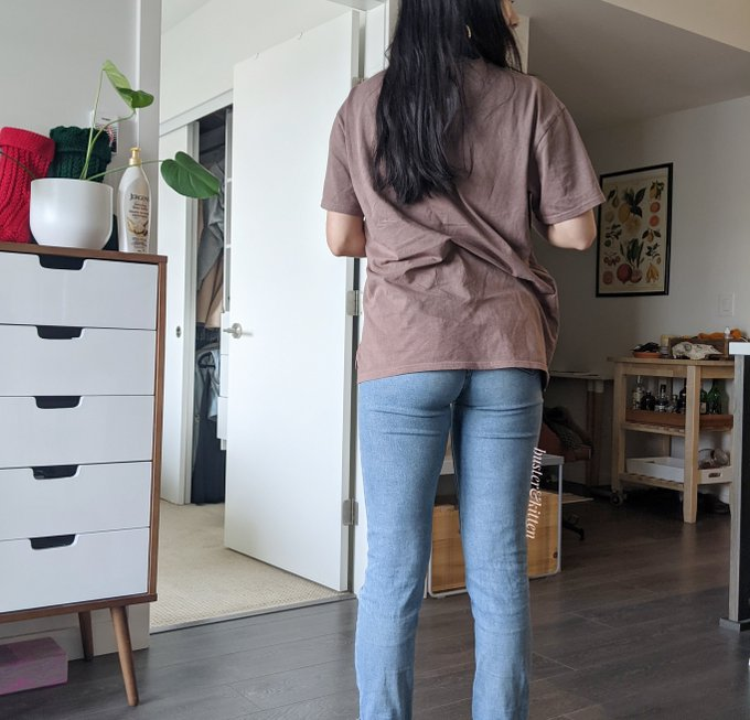 1 pic. Jeans on or jeans off https://t.co/21cb2K6hfv