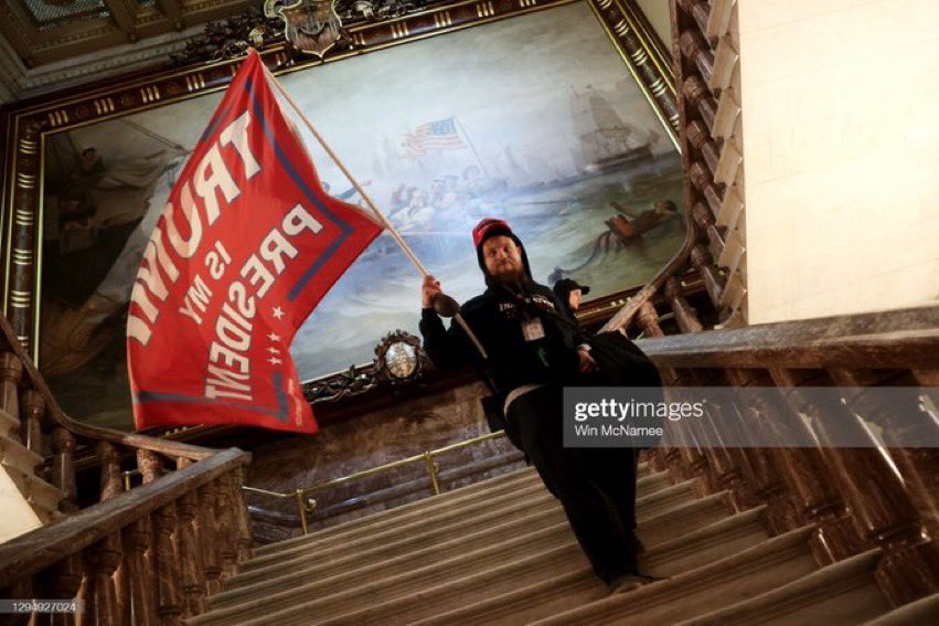 Incredible @GettyImagesNews from @winmc & @drewangerer. #capitol