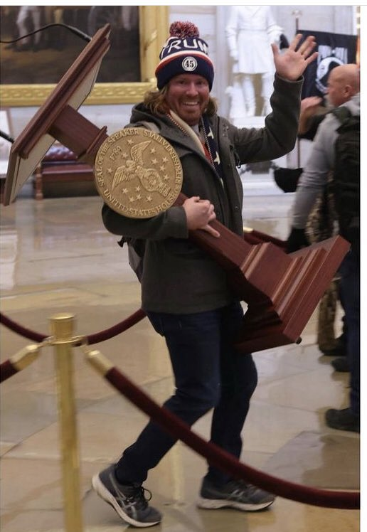 Here's a looter stealing a podium from inside the U.S. Capitol and not getting shot, tear gassed, or thrown in an unmarked police van. #MakesYaThink