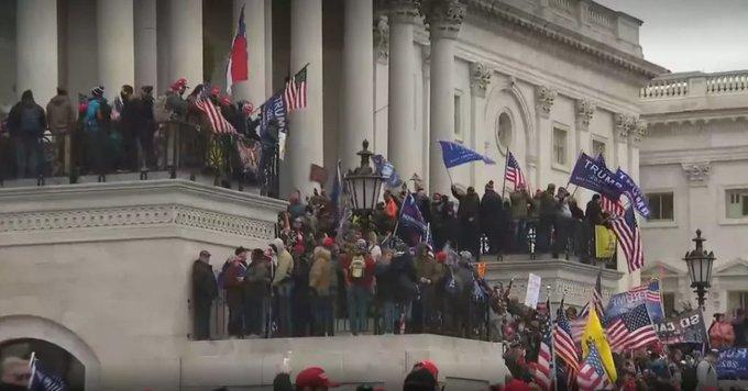 Terroristas republicanos invadem o Capitólio nos EUA. (Foto: Reprodução / Twitter)