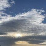 Image for the Tweet beginning: おはようございます‼︎  空気がつめたく空がおもしろい朝。  七草は今日のどこかでいただきます。  #七草粥 #無病息災