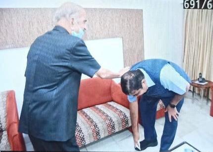 Union Minister @nitin_gadkari meets senior Shiv sena leader Manohar Joshi