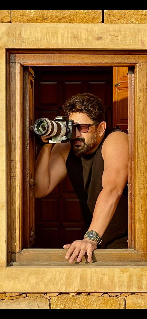 Before I could shoot, #BachchanPandey shot me.... Believe it or not but this amazing picture has been shot by the multitalented super human @akshaykumar from his cellphone... thank you Guruji 🙏