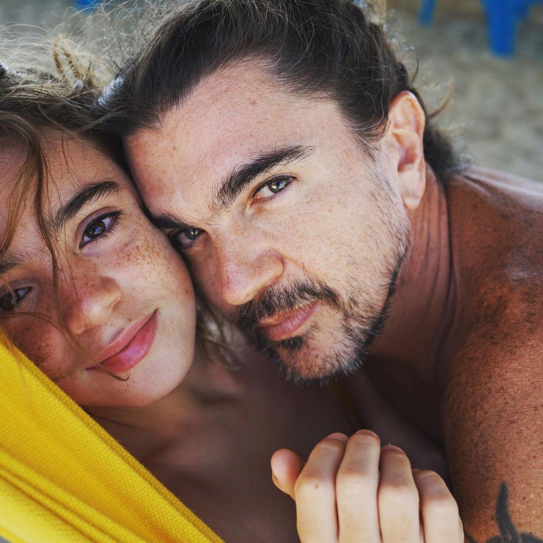 """#Juanes junto a #Dante """"Cuando todo parece oscuro se manifiesta su luz, cuando el ruido parece apagarse más se siente el sonido de sus sonrisas, cuando todo parece no tener sentido ellos te lo dan. Los hijos, el tesoro más preciado"""""""