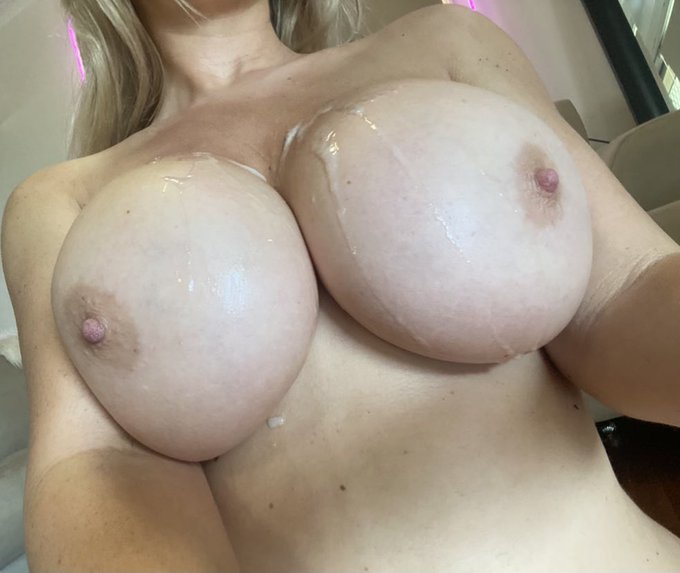 4 pic. Available NOW on https://t.co/ovD67DQmP3 https://t.co/ubVxfxZ1wo