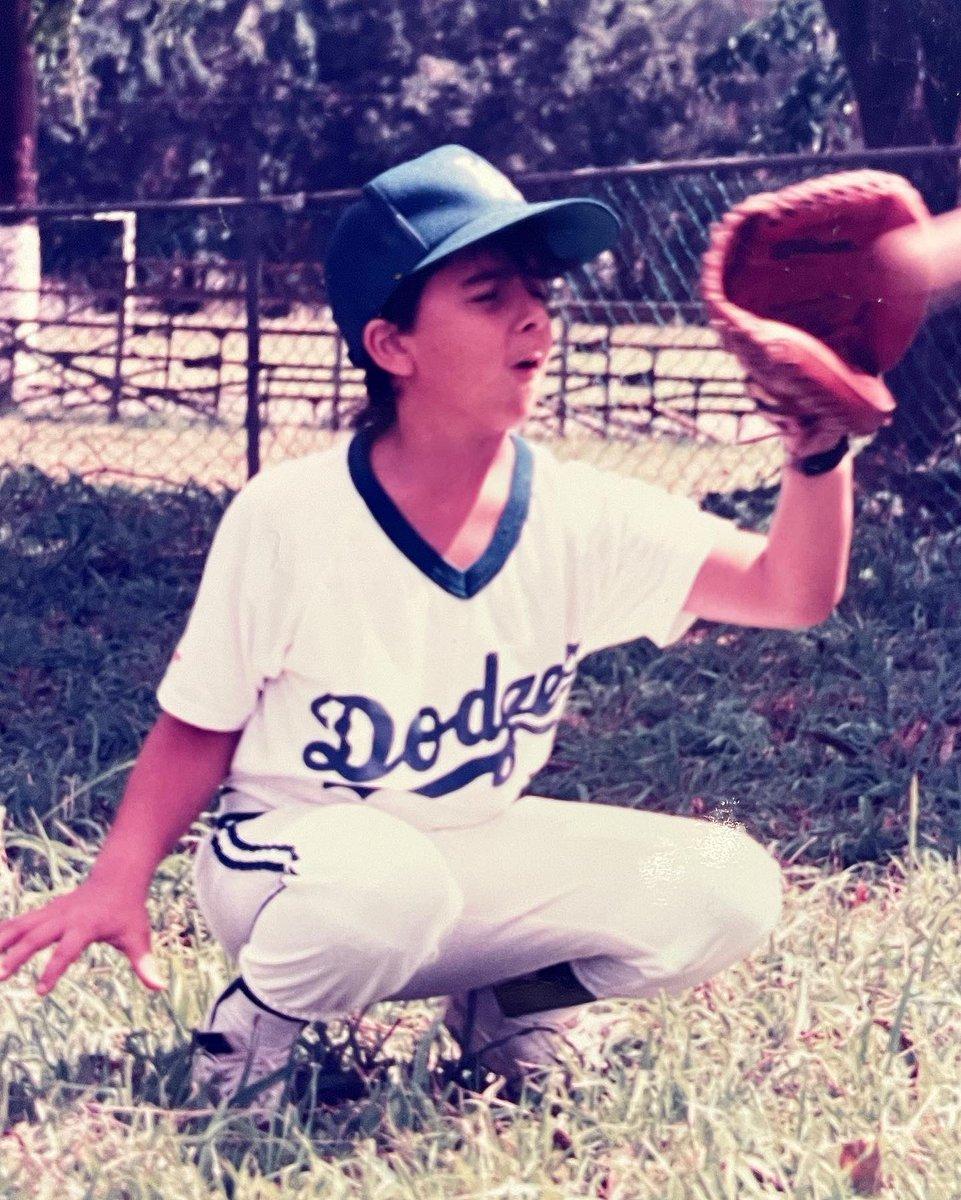 #TBT De niño tenía dos pasiones... la música y el béisbol. Hasta que me di cuenta que como pelotero cantaba bien🤦🏻♂️ Buenos recuerdos