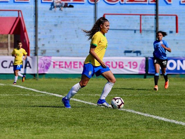 Capitã da seleção sub-20 jogará com Megan Rapinoe (@mPinoe) nos Estados Unidos.  Saiba mais em:   #Angelina #MeganRapinoe #OLReign