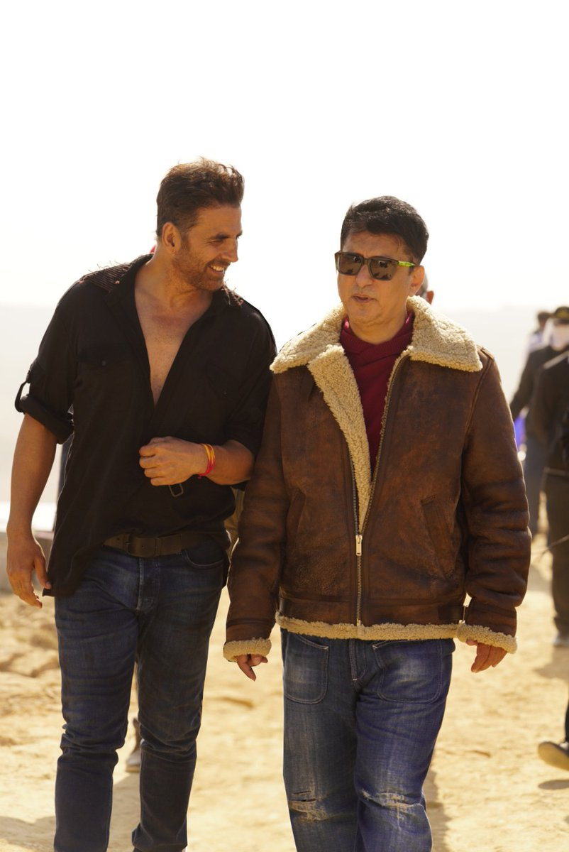 Teamwork makes dream work! Their bond is inseparable 💪🏼  Rolling their 10th movie together 🤩 #SajidNadiadwala @akshaykumar  #BachchanPandey @farhad_samji  @kritisanon @Asli_Jacqueline @ArshadWarsi @TripathiiPankaj @prateikbabbar #SaharshKumar #AbhimanyuSingh @WardaNadiadwala