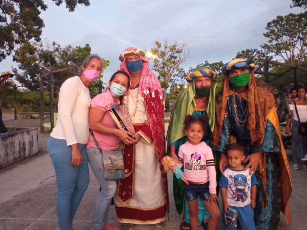 Gracias a nuestro Presidente @NicolasMaduro que junto a @_LaAvanzadora, la Fundación Melchor Morales,Alcaldía de Caripito,Concejo Municipal,@CaripitoPsuv y @fundatierra llevaron alegría a los niños del Municipio Bolívar en el día de #LosReyesMagos .@CarlitoPSUV