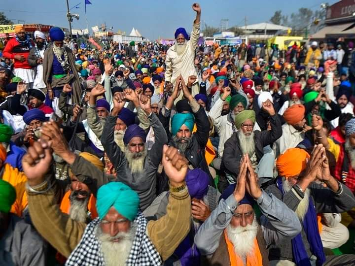 आजाद भारत के इतिहास में पहली बार देश के अन्नदाता 44 दिन से दिल्ली की सीमाओ पर विरोधियों द्वारा भटकाए गए नाजायज मांगो के समर्थन में डटे है।जिन लोगो ने दशको तक किसानो को केवल बोट बैंक की तरह इस्तेमाल किया,हर चुनाव से पहले केवल कर्जमाफी का लालीपाप खिलाया।