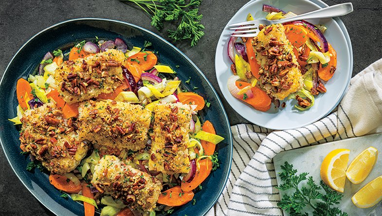 Serve this Honey Mustard-Pecan Crusted Cod with stir fry vegetables for a healthy weeknight dinner your family will love. 🥘🍽 Get the recipe ➡ bit.ly/2LeasWa #BrookshireBrothers #Recipe #Instayum #Cod #dinner #yum #foodie