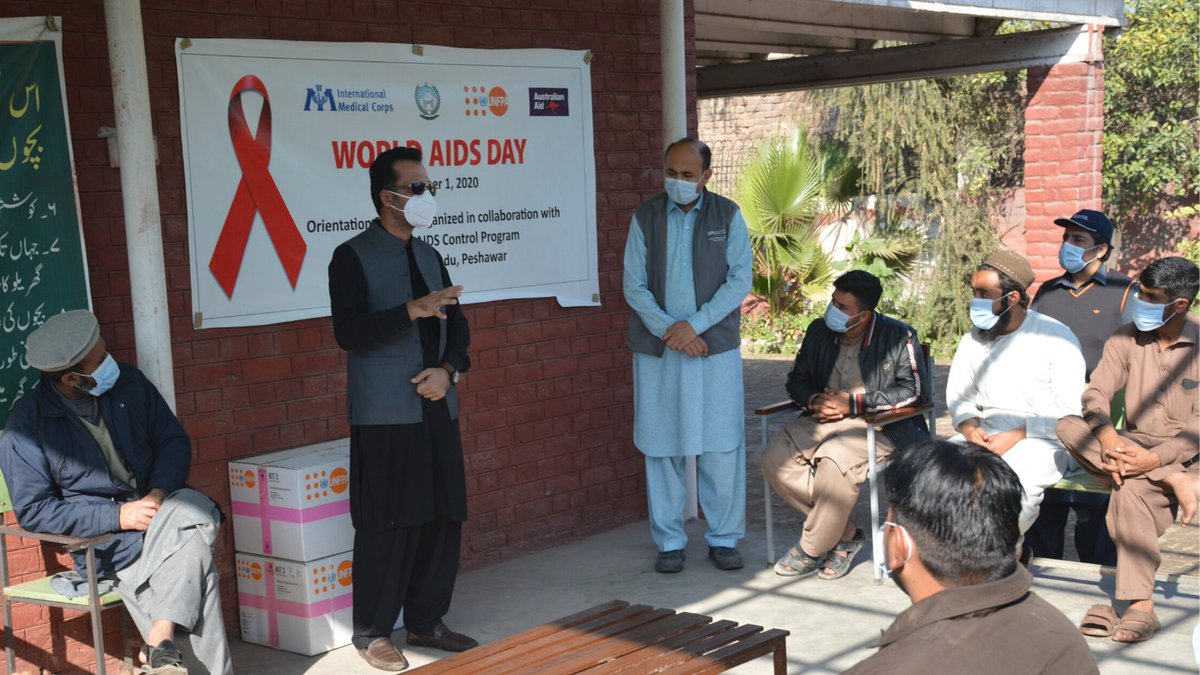 With support from @UNFPAPakistan, our #Pakistan 🇵🇰 team marked #WorldAidsDay by raising awareness of HIV, tackling stigmas and misinformation around the virus and providing health kits to community members who attended discussions on the day. #TBT