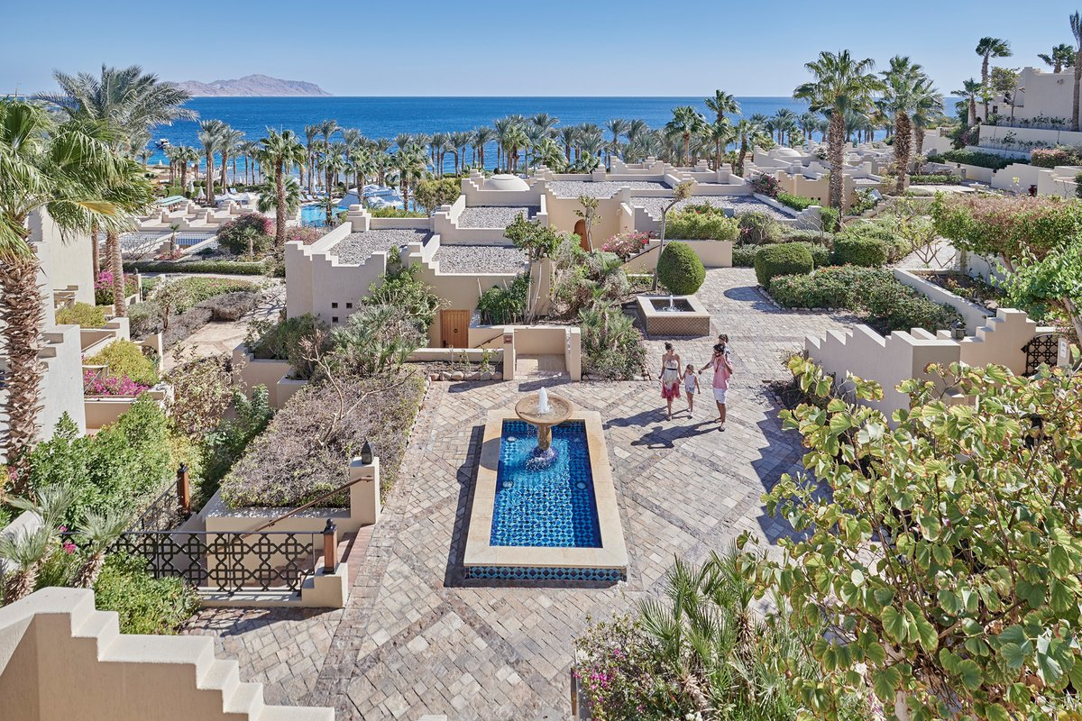 Escape to sunny days at @FSSharmElSheikh in one of our spectacular sea view rooms or spacious two-bedroom Chalets with rates starting from LE 3300++. For a dream vacation, contact us on +2(069)3603555 or reservations.sha@fourseasons.com Conditions apply. #FourSeasons https://t.co/BTHA3FykvT