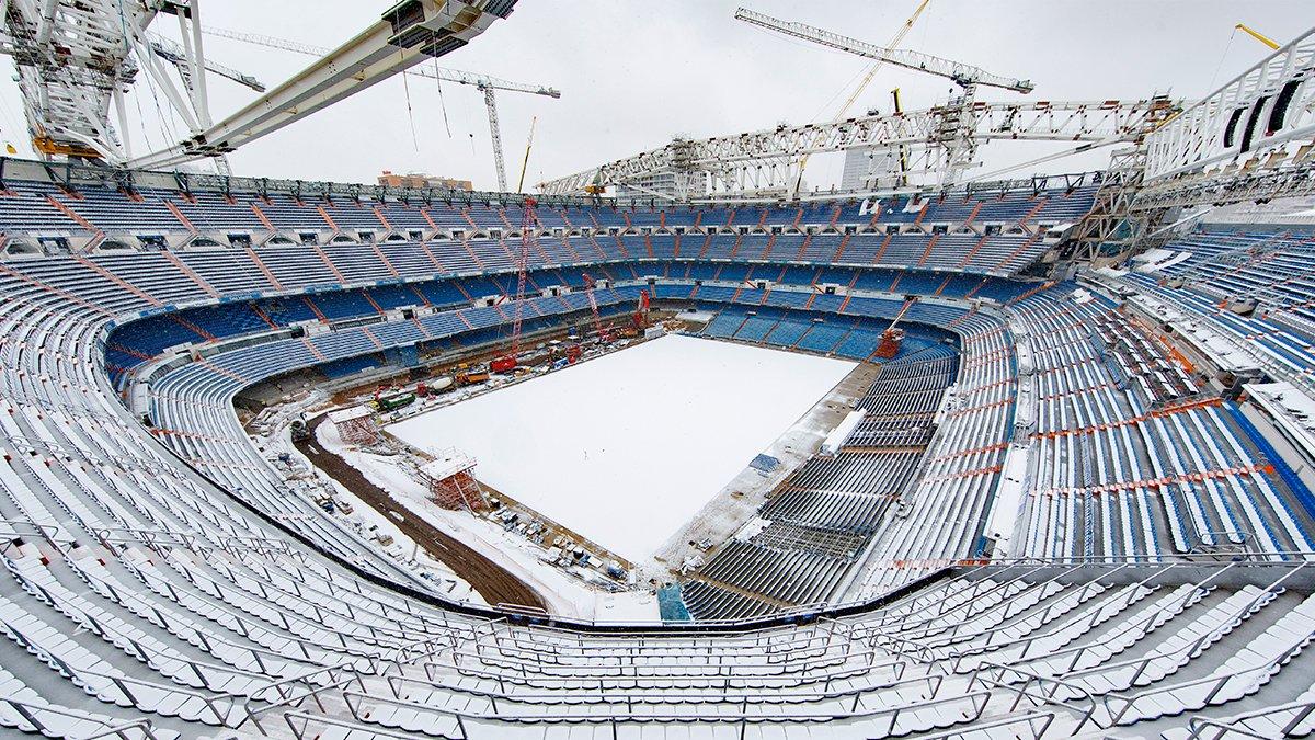 🌨️🏟️  El Bernabéu nevado es... 😍 #HalaMadrid https://t.co/QZj8weADt9