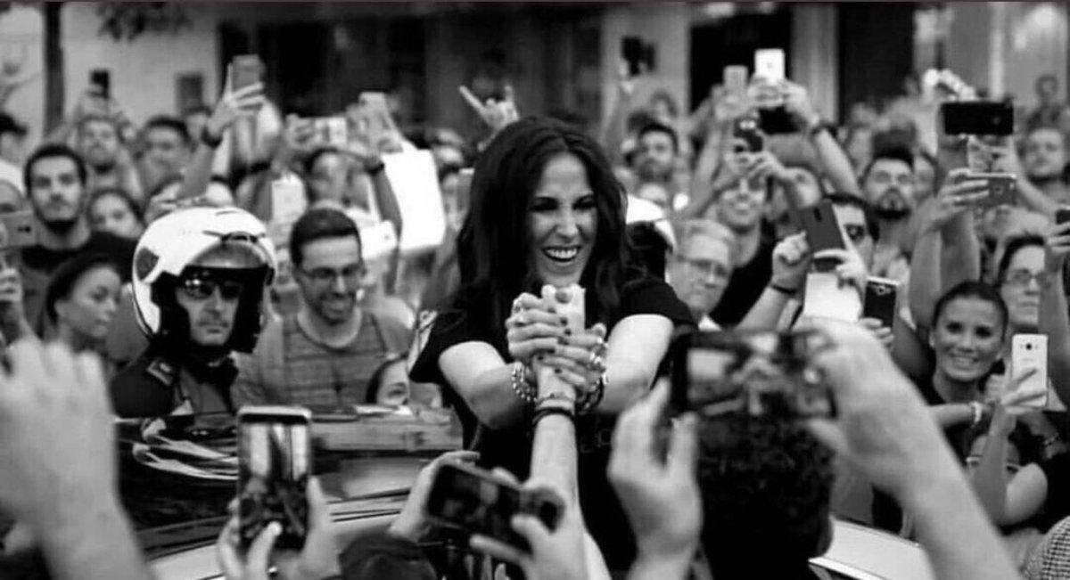 estamos aquí, siempre estaremos aquí. siempre te esperaremos, pase el tiempo que pase. eres ese camino que seguimos cuando nos hace falta algo, eres esa luz que nos ilumina...  simplemente, GRACIAS🌹  siempre serás la reina, siempre tú JEFA  #TeEsperamosMalú | @_MaluOficial_
